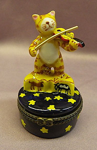 Cat and Fiddle Limoge Style Trinket Box
